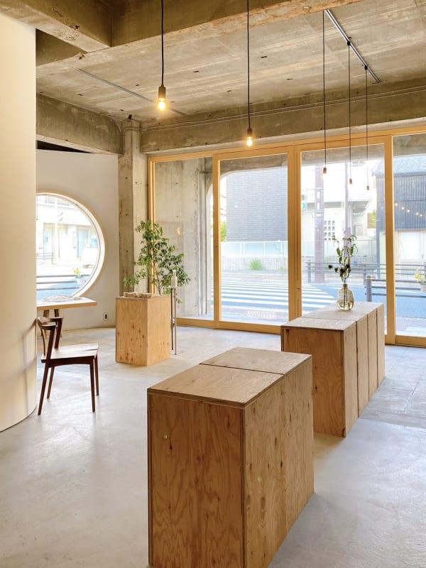 商店街の一角にあるレンタルスペース。オシャレな空間の中で様々なイベントにご利用下さい。 - itotoギャラリー レンタルスペースの室内の写真