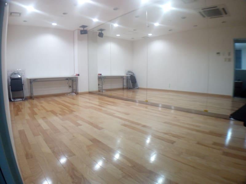 6.25x2.9mの18㎡で約12畳のスタジオです。 床はダンスに適した無垢材です。 - レンタルスタジオ・アドレ Cスタジオ ダンス・音楽スタジオの室内の写真