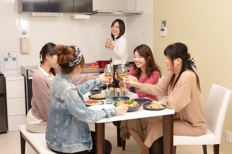 女子会、ママ会 - ゲストハウス岐阜羽島心音 フルキッチン付きレンタル個室の室内の写真
