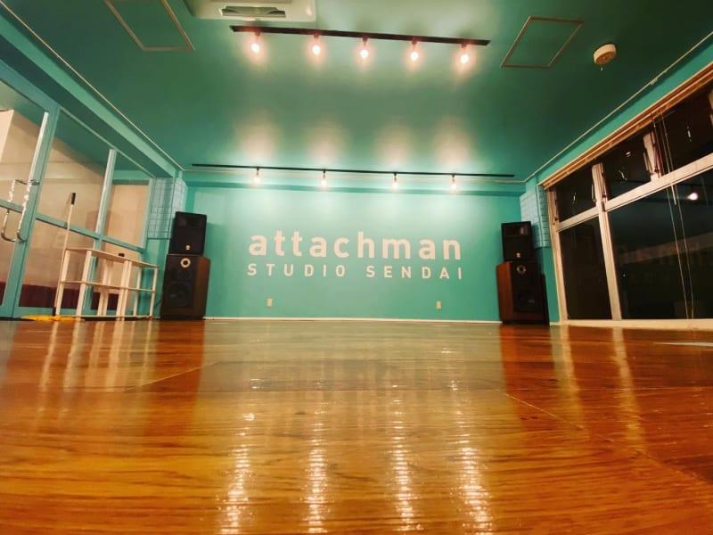 Aスタジオ 鏡側より撮影 - アタッチマンスタジオ レンタルスタジオ ダンス、ヨガ等の室内の写真