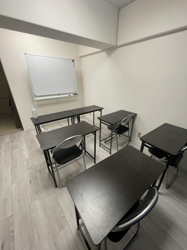 青山会議室 青山シンプル会議室の室内の写真