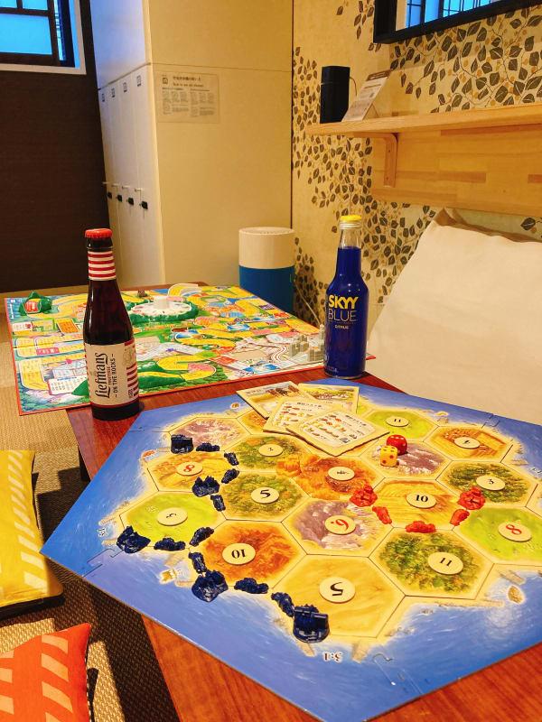 ボード&カードゲームで遊べるプレイルーム - ゲストハウス神戸なでしこ屋 元町駅近!ボードゲームルームの室内の写真
