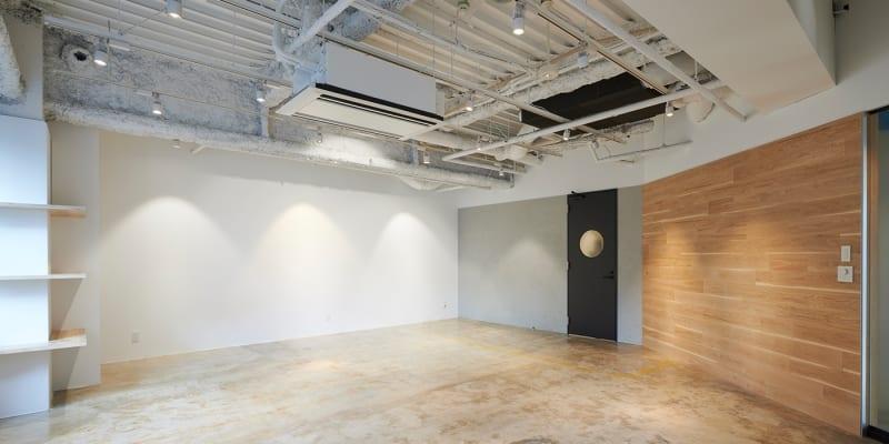 動画の配信・撮影、本格的なスチール撮影にも対応できる約50平米のEXスタジオ麹町 StudioA - EXスタジオ麹町 動画配信・撮影スタジオ Aの室内の写真
