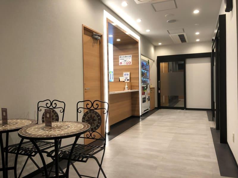 キャビNET神戸三宮店 鍵付き完全個室の室内の写真