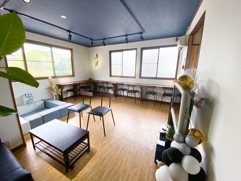 明るい店内で清潔感溢れるお部屋です。用途に合わせてお好きにお使いください。 - Nanahukuレンタルルーム ママ会/パーティー/女子会の室内の写真