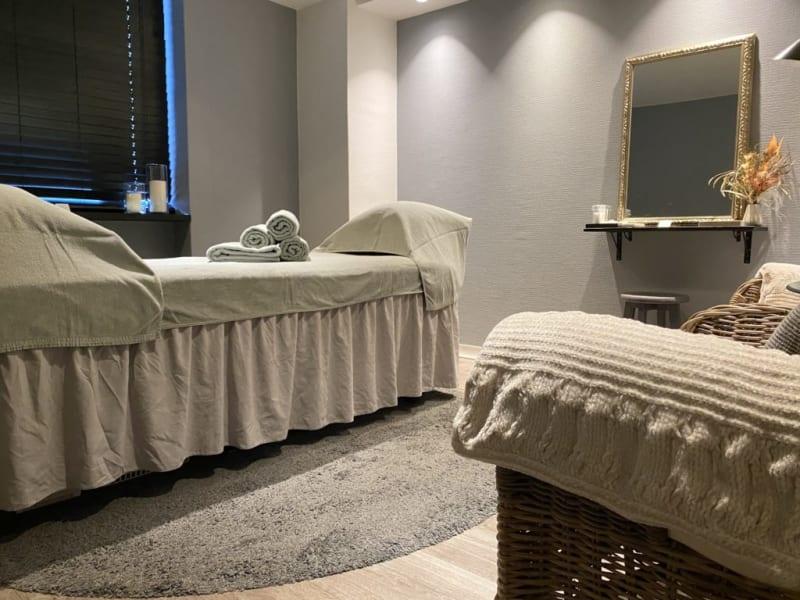 施術ルーム - レンタルサロンatto レンタルサロンattoなんばの室内の写真