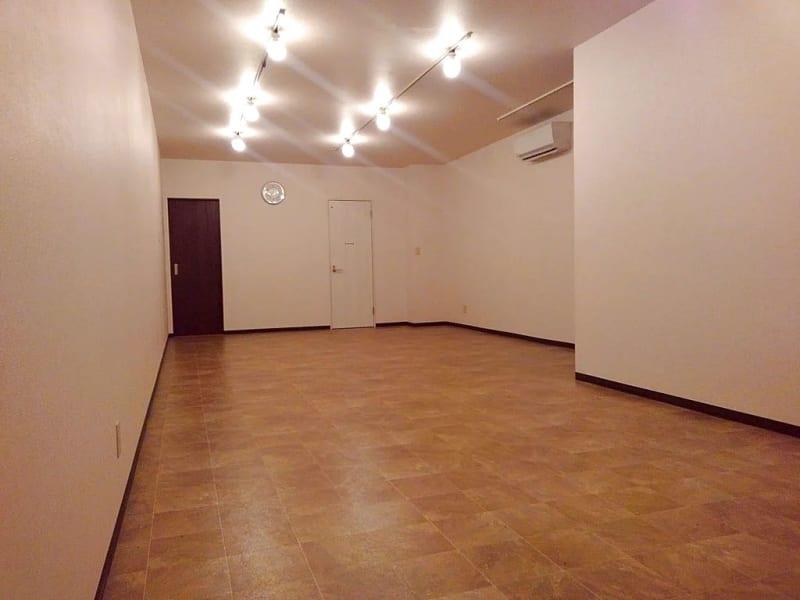 ますやホール 1階フロア レンタルスペースの室内の写真