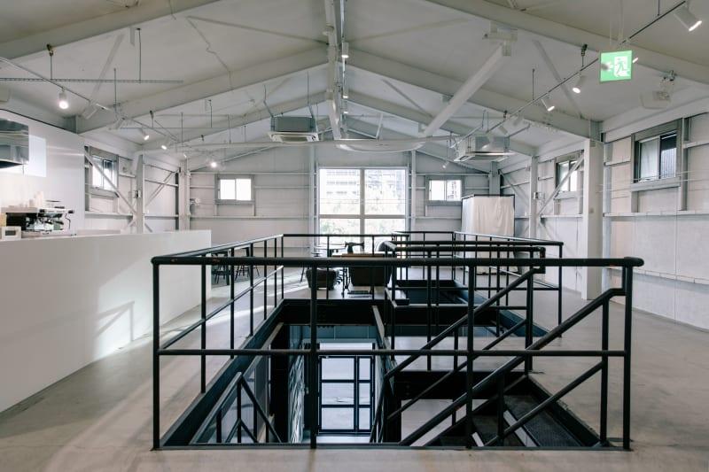 白い空間に黒アイアンのコントラスト。 - soko station 146 イベント・撮影スペースの室内の写真