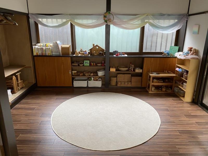 小さい子どもたちが遊べるスペースです。 - てらこや maple 平屋古民家3LDKスペースの室内の写真