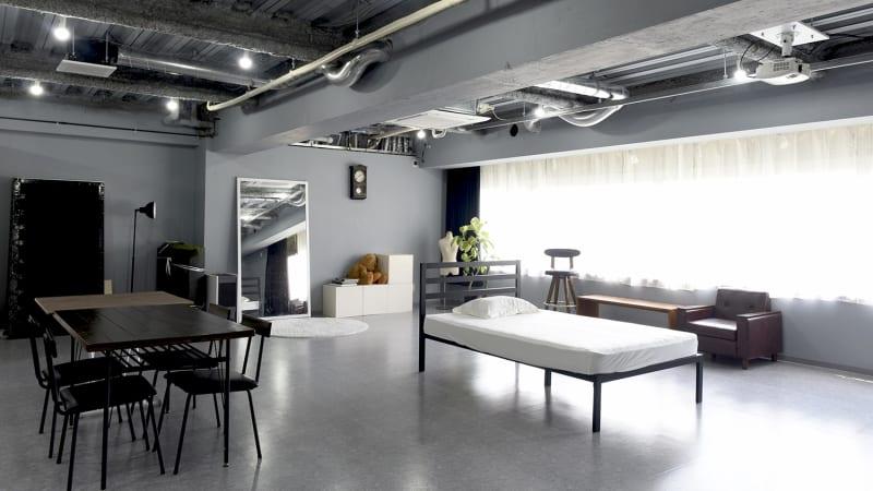 天井は約3m、広く静かな土佐堀川沿いのスタジオです。 - studio akegure レンタル撮影スタジオの室内の写真