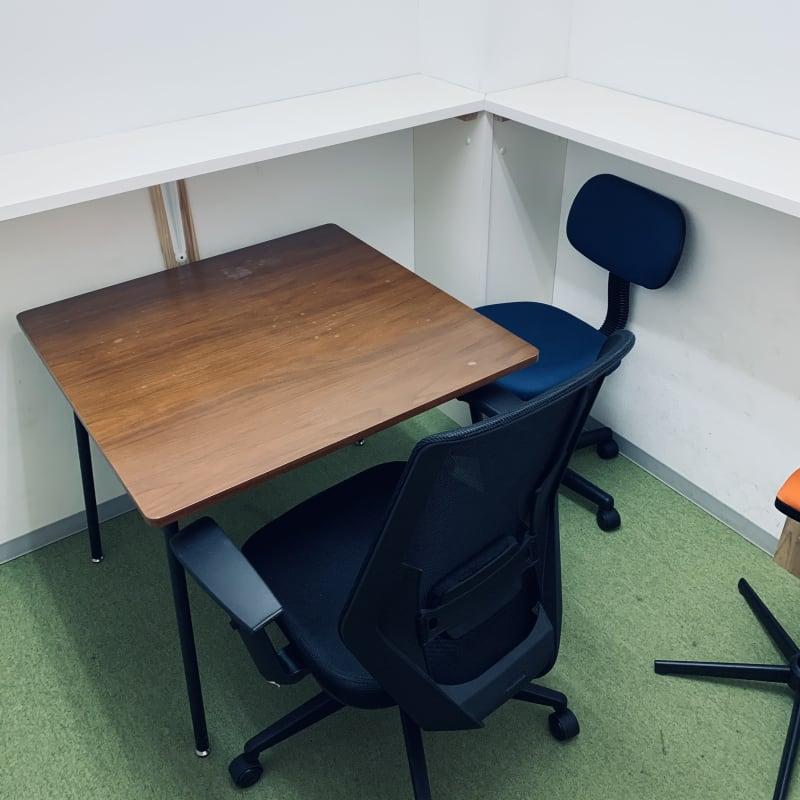 千石自習室【個室利用】 1~2名用の鍵付き個室です。の室内の写真