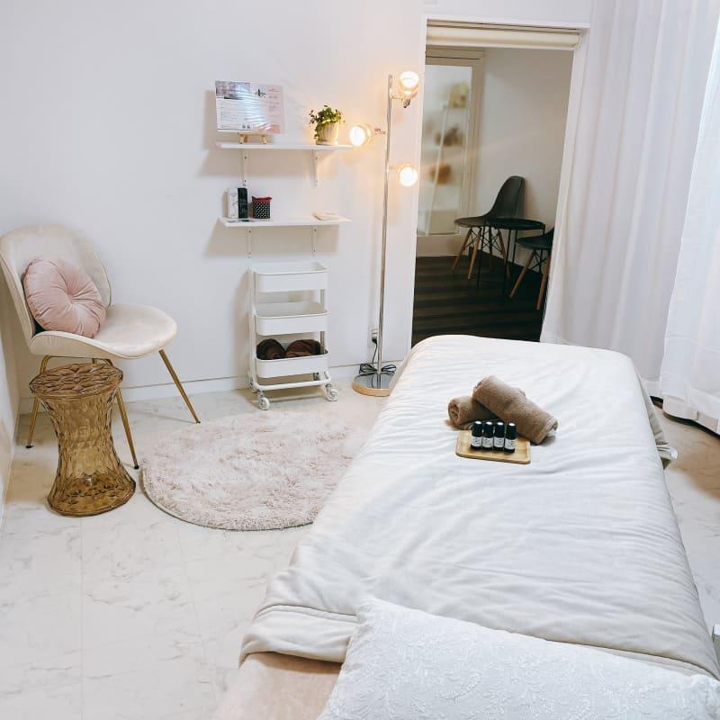 お部屋内の様子 - Room  eight 美容系レンタルサロンの室内の写真