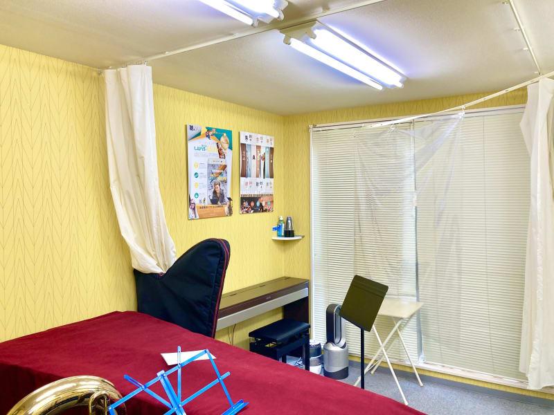 カーテン仕切り有りのオープンスペースです - ブリアサロン用賀駅 南口徒歩1分 (電子ピアノ)WIFI有の室内の写真