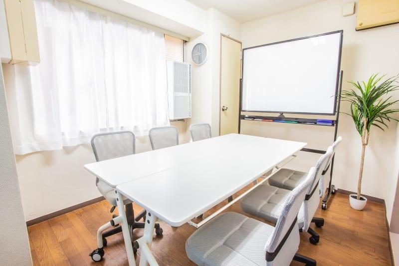 新宿三光町ハイム コモンズ新宿三丁目会議室の室内の写真