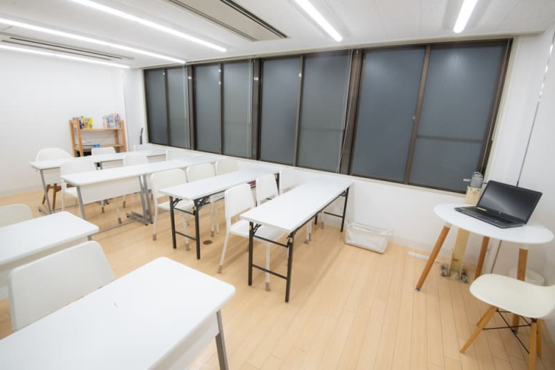 難波CITY南館前多目的スペース 清潔で静か、使いやすい左側の部屋の室内の写真