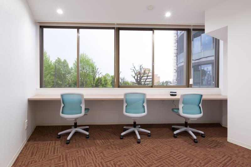 3名部屋 机は移動不可となっております。 - Regg Aoyama REGG-3名部屋の室内の写真