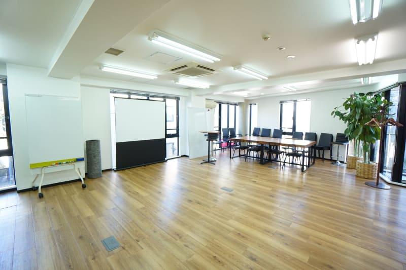 【SG Lounge】 SGLoungeミーティングの室内の写真