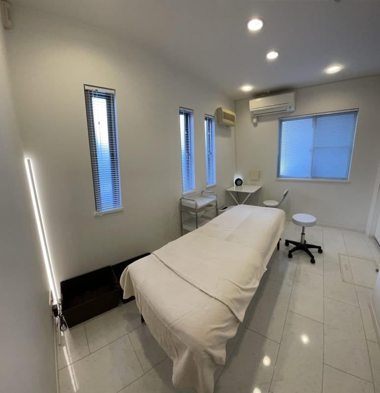 施術ルーム風景1 - レンタルサロン ABS サロンスペースの室内の写真