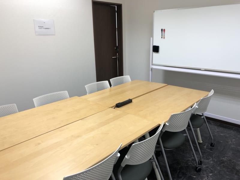 TAKASAKI BASE 第3会議室8席(1~8名様)の室内の写真