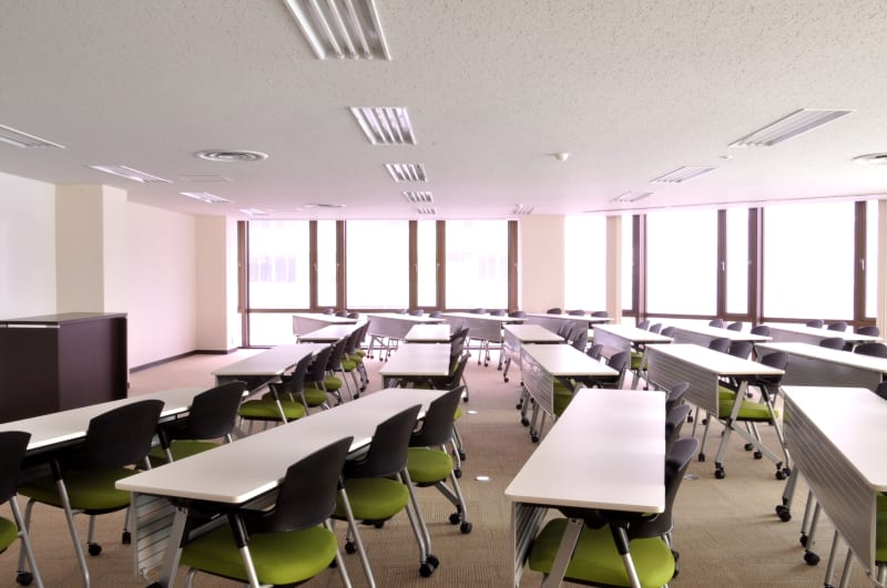 新橋ビジネスフォーラムの室内の写真