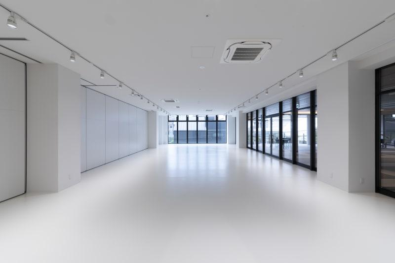 80坪のスペースを分割し40坪のスペースとして使用するプランです。 - カイタックスクエアガーデン 「Whask」半面利用の室内の写真