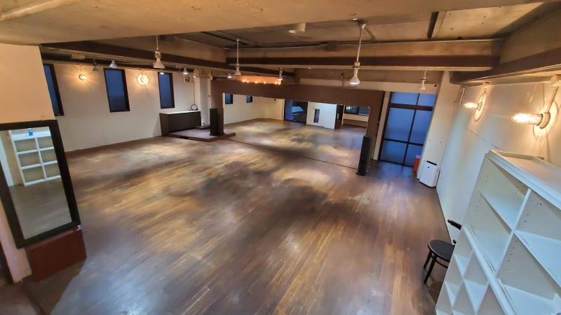 広さ約80㎡ゆったりしたスペース - カリマ高崎 ダンス、ヨガ、イベントスペースにの室内の写真