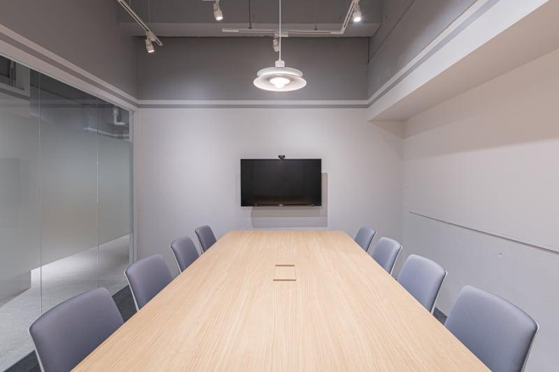 HAKADORU虎ノ門店 8人用会議室の室内の写真