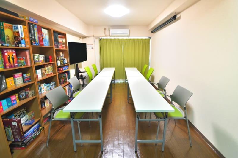 会議スタイル - 新宿御苑Banksyスペース ボドゲ多数!徒歩3分25名可能の室内の写真