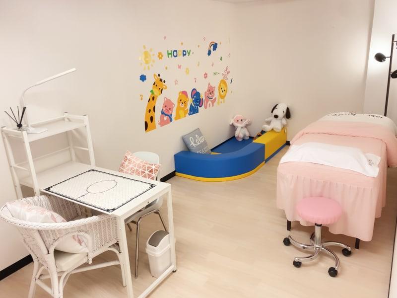 女性専用・完全貸切個室・キッズコーナー付 - ForyouNail キッズスペース付き個室の室内の写真