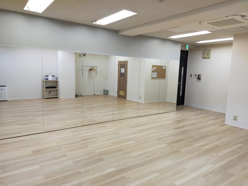幅5.4m☓高さ1.8mの大型鏡完備★ - レンタルスタジオ treeの室内の写真