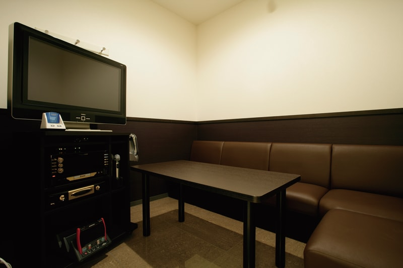 お1人様限定のテレワークプランになります。 HDMIケーブルご希望の場合はフロントにお申しつけ下さい。 - コート・ダジュール新横浜駅前店 多目的スペーステレワークプラン①の室内の写真