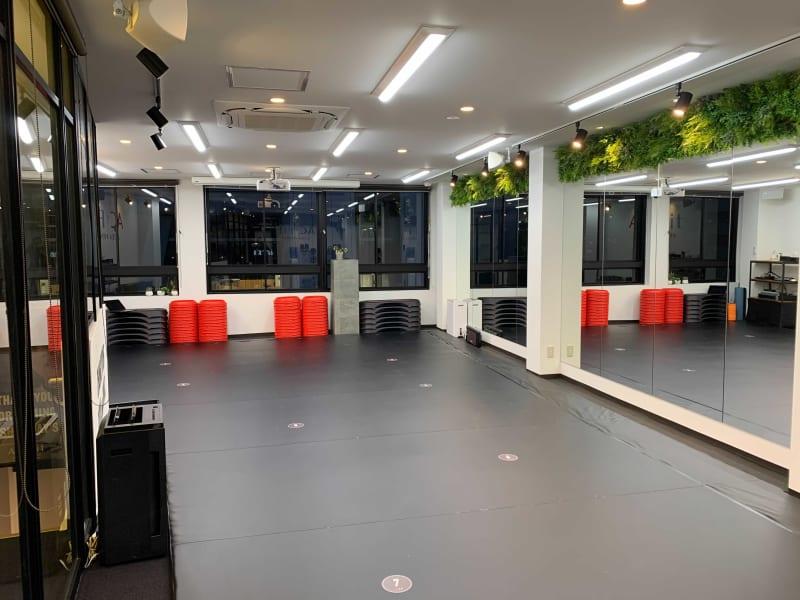 大きな鏡完備! - ACFit 柔術・格闘技もOK!スタジオの室内の写真