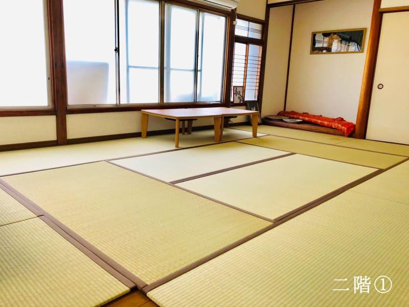 12畳の和室スペースです。 撮影会やヨガにもお使いいただけます。 こちらは二階の一番広いスペースです。 - 日本文化施設なごみハウス 和室スペースの室内の写真