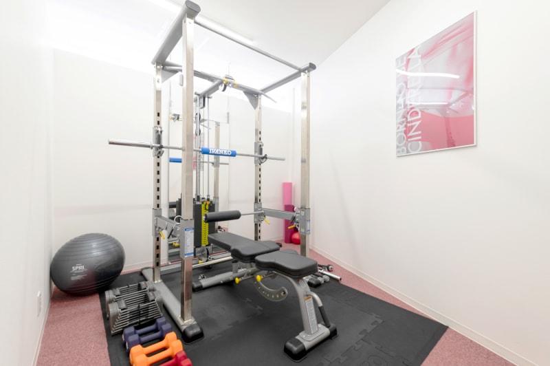 crebiq池袋 女性専用トレーニングスペースの室内の写真
