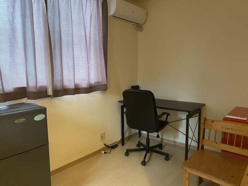 完全個室で快適テレワークが可能。室内冷蔵庫あり。 - 木鶏荘(モッケイソウ) 宗像テレワークスペース107の室内の写真