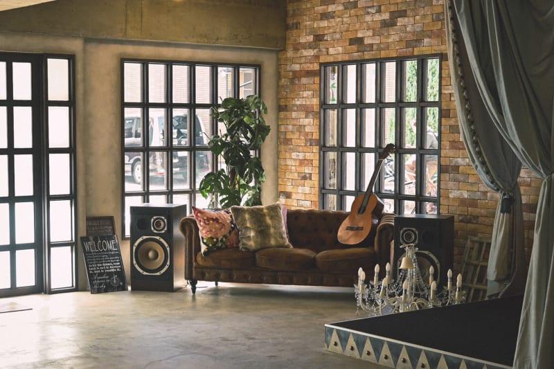 ニューヨークを感じる 無骨でおしゃれな フォトスタジオ。  レンガやコンクリート剥出しの室内に差し込む柔かな自然光。ニューヨークの風を感じる無骨でおしゃれで特別なスペース。 - Photo Studio NY 撮影スタジオの室内の写真