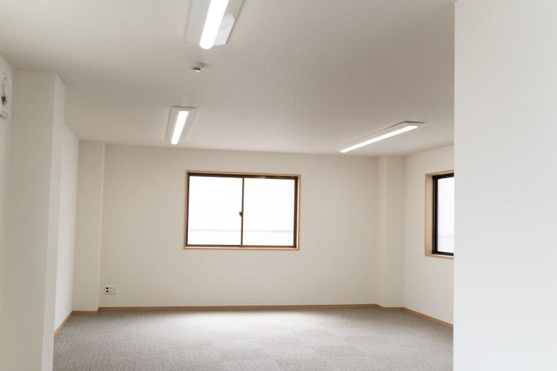 右側広いスペース - 多目的スペース「プロジェクト」 多目的スペースの室内の写真