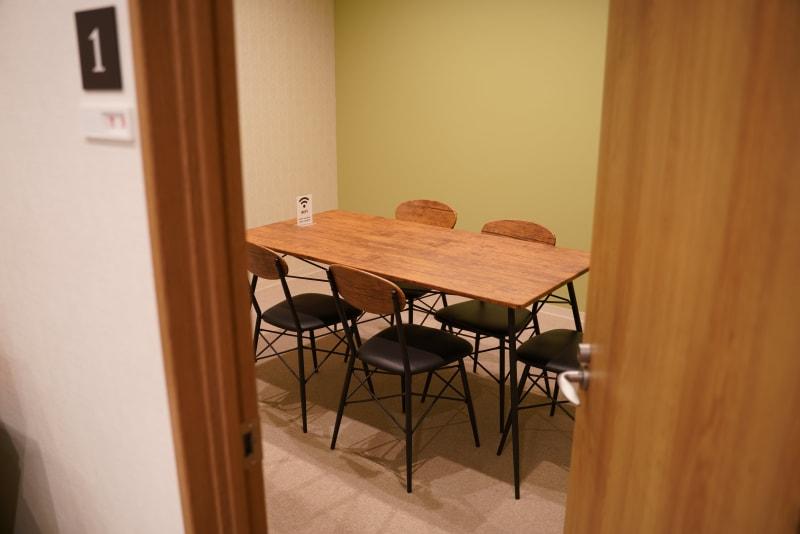 12㎡の時間貸しミーティングルームになります。 【写真の場所】 ミーティングルーム約12㎡ - TAGE-community ミーティングルームご利用プランの室内の写真