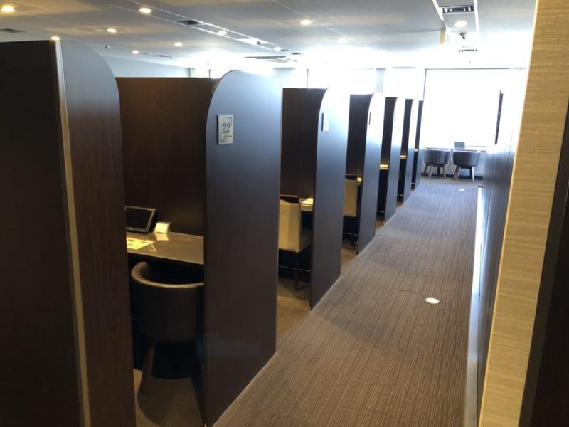 1ブースずつ使えるのでゆったりと♪ - 大阪駅第3ビルワーキングスペース コワーキングスペース/20ブースの室内の写真