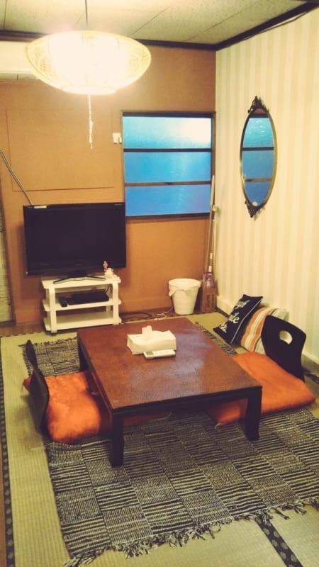Habitat寿 実家のような落ち着くリビングの室内の写真