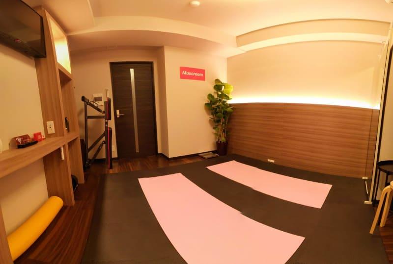 ヨガマット設置状況 - Muscroom(マッスルーム) マッスルーム207号室 スタジオの室内の写真