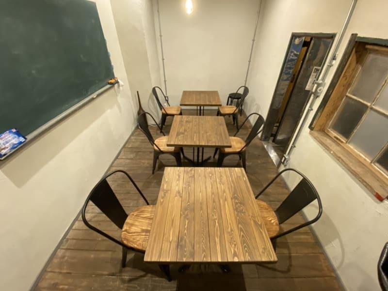室内の全体はこちら - 不動産cafe 貸会議室 ミーティングルームの室内の写真