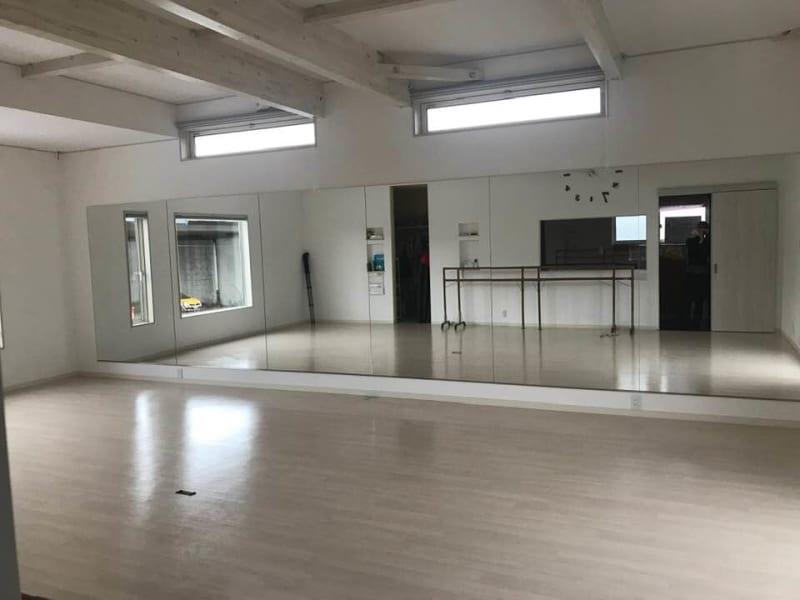 2階:ダンススタジオ - ペティ・ダンススタジオ 2F レンタルスタジオ 2Fの室内の写真