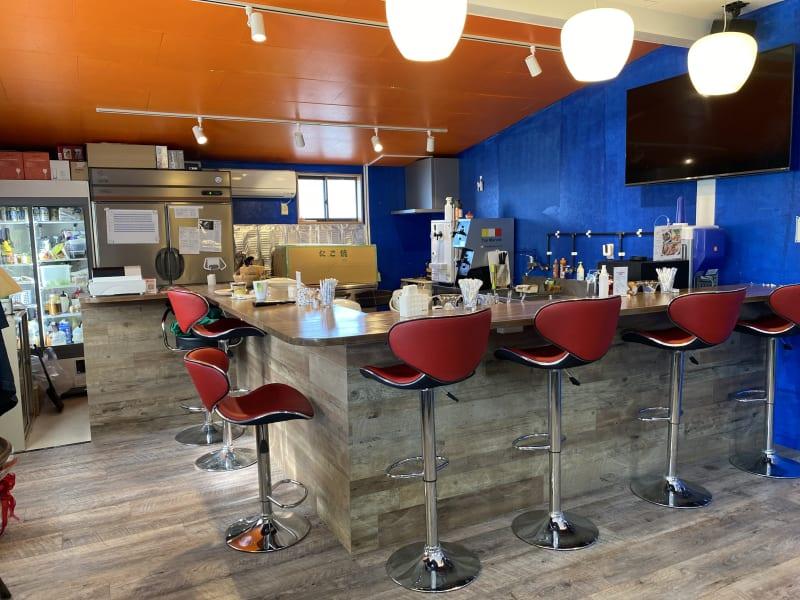 シェアキッチンスペース カウンターになっておりますので、料理の提供をそのままできます。 - ファーマーズカフェ&ゴルフ シェアキッチン、レンタル、貸店舗の室内の写真