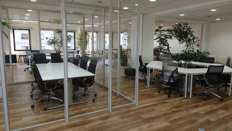 無料で使用できる会議室です。 - PLUSONE コワーキングスペースの室内の写真