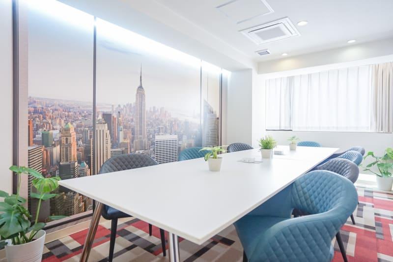 広い空間で安全に、快適にお仕事が出来ます。 - Feel Osaka Yu クリエイティブスペースの室内の写真