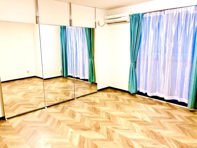 スペースは17㎡。 1~2人で同時に踊れます。 - ダンススタジオSooN ダンス・楽器演奏スタジオSooNの室内の写真