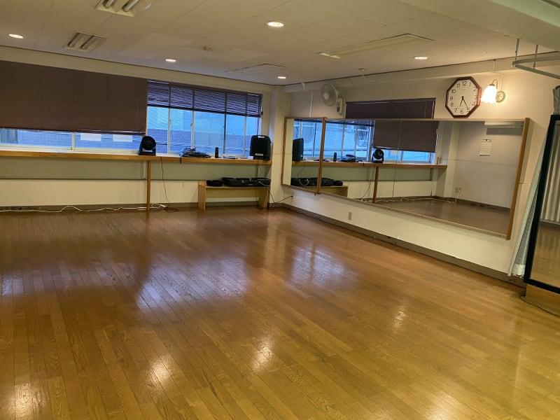 レッスンホールK ヨガ.ダンス.バレエ.サルサ.の室内の写真