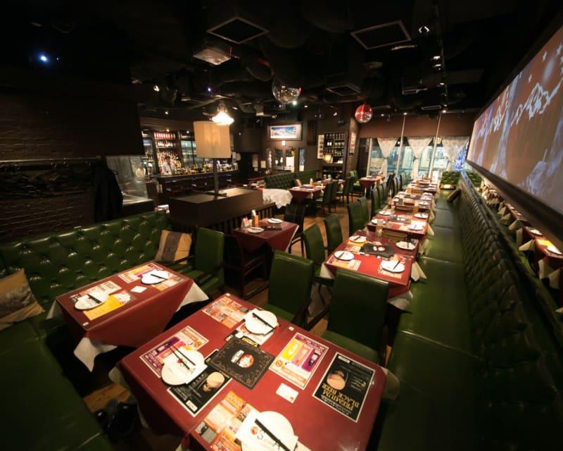 飲食店ですが、空いている席の活用をしようと思いコワーキングスペースとしてご提供致しております。気兼ねかなくお使い下さい。 - SAPANA 赤坂見附店の室内の写真
