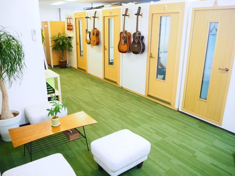 スクールの待合室です♪ - COCO音楽スクール 防音ブースの室内の写真